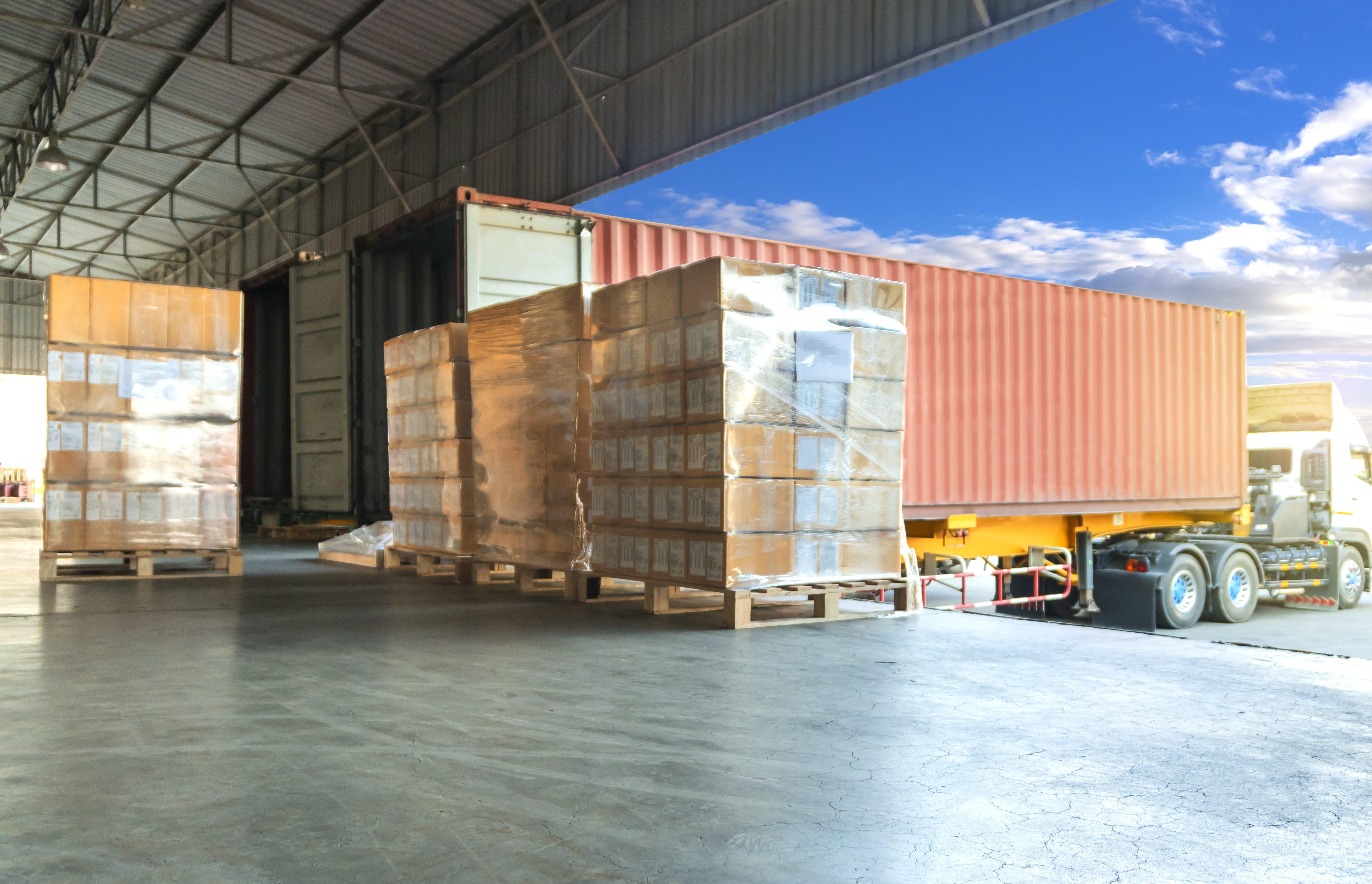 AIで出荷量がわかる!「LYNA 荷姿数量予測」でトラック台数のムリ・ムダを削減!